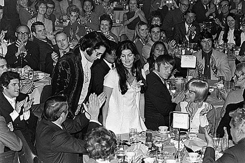 tl_files/Biografie/1971_Elvis_Jaycees Award_1.jpg