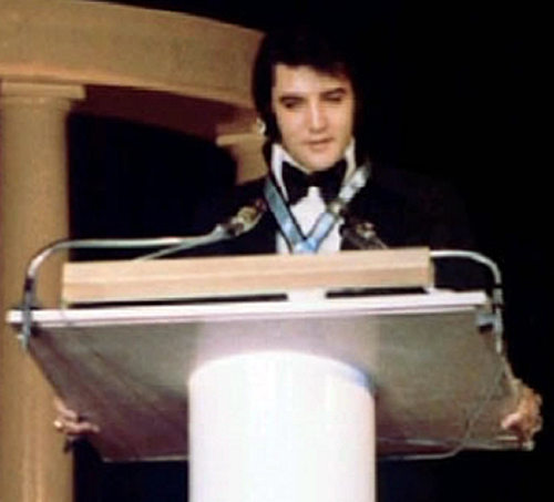 tl_files/Biografie/1971_Elvis_Jaycees Award_3.jpg